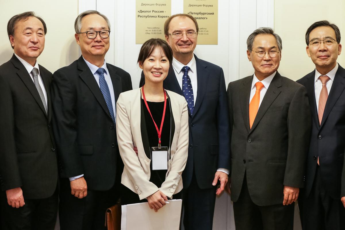 Перед открытием конференции «120 лет корееведения и российско-корейских исследований в СПбГУ»