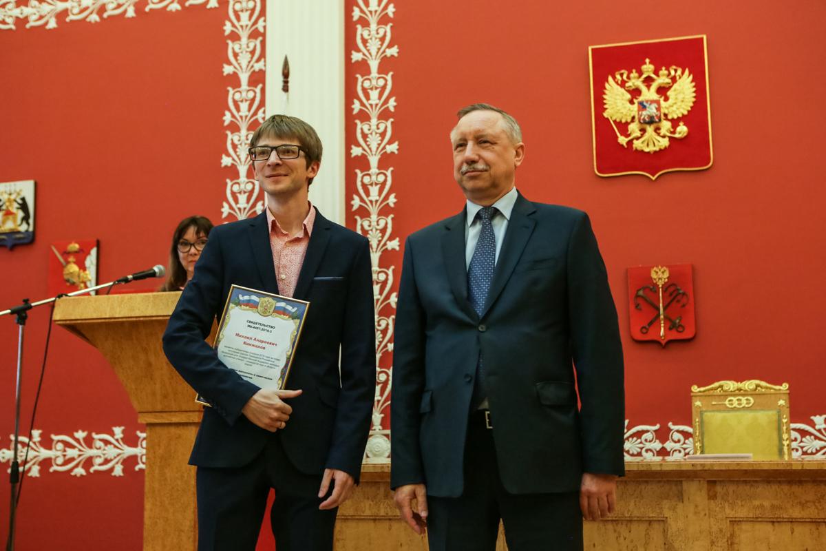Михаил Кинжалов на церемонии вручения свидетельств на право получения гранта президента РФ молодым ученым.