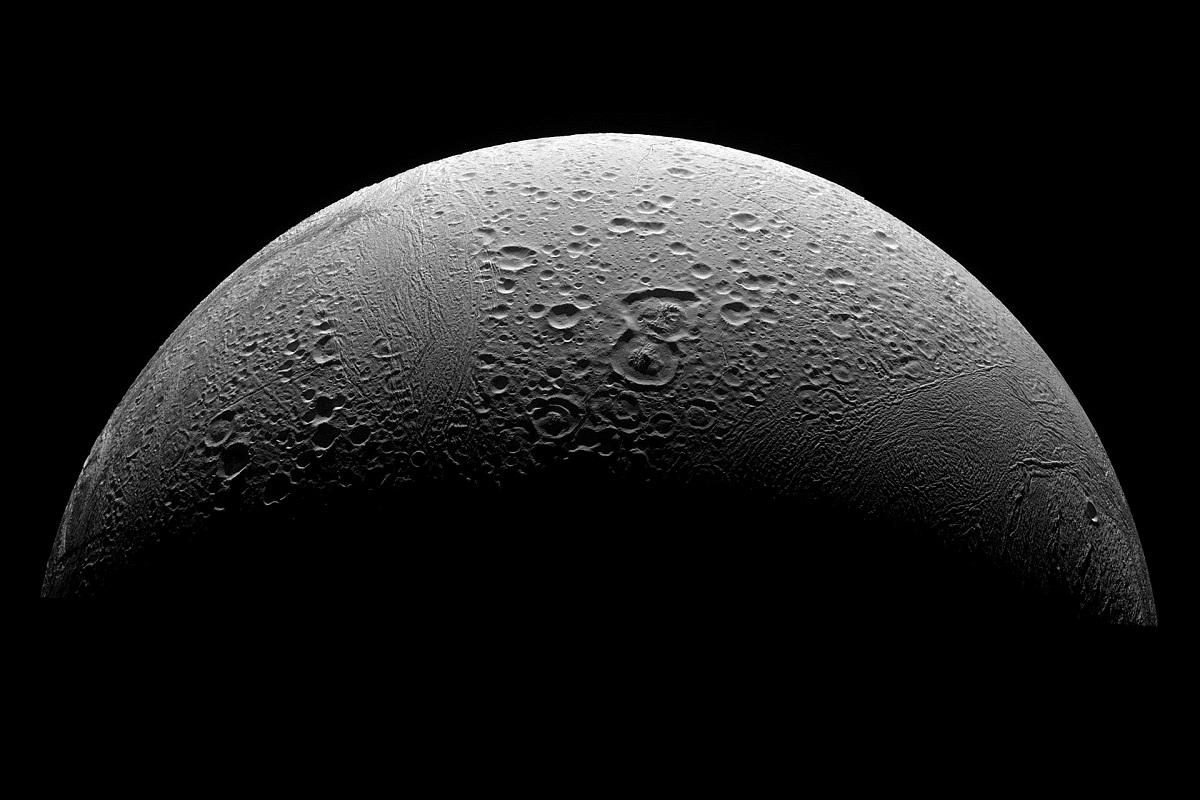 Энцелад, спутник Сатурна (Снимок автоматической межпланетной станции Cassini–Huygens)