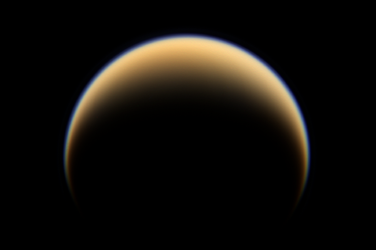 Титан, спутник Сатурна (Снимок автоматической межпланетной станции Cassini–Huygens)