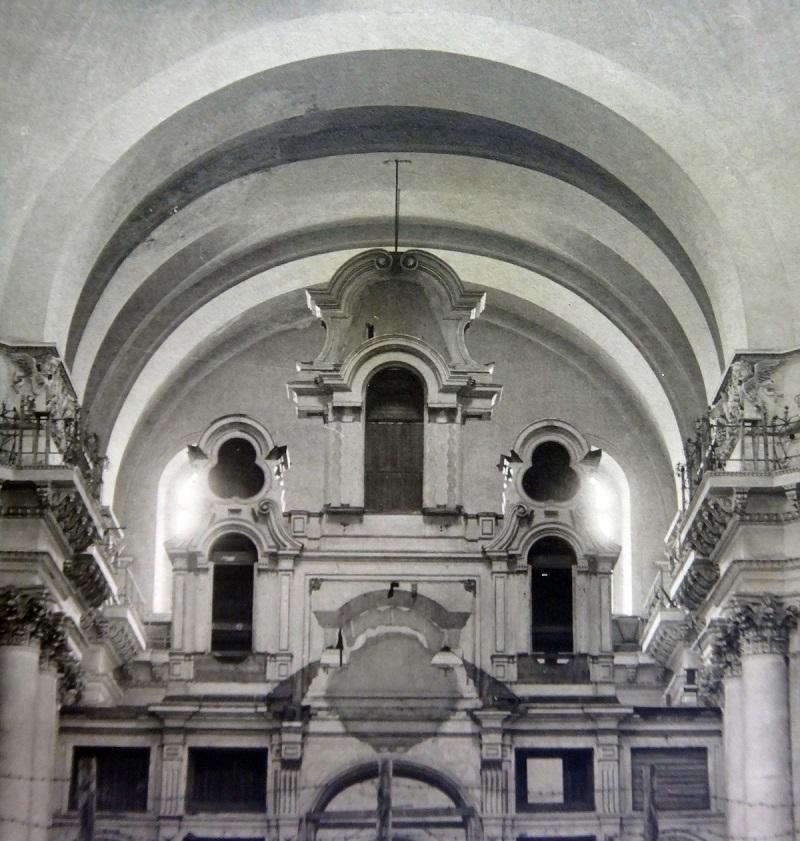 Каркас центрального иконостаса перед разборкой (начало 1970-х). Фото из архива КГИОП.
