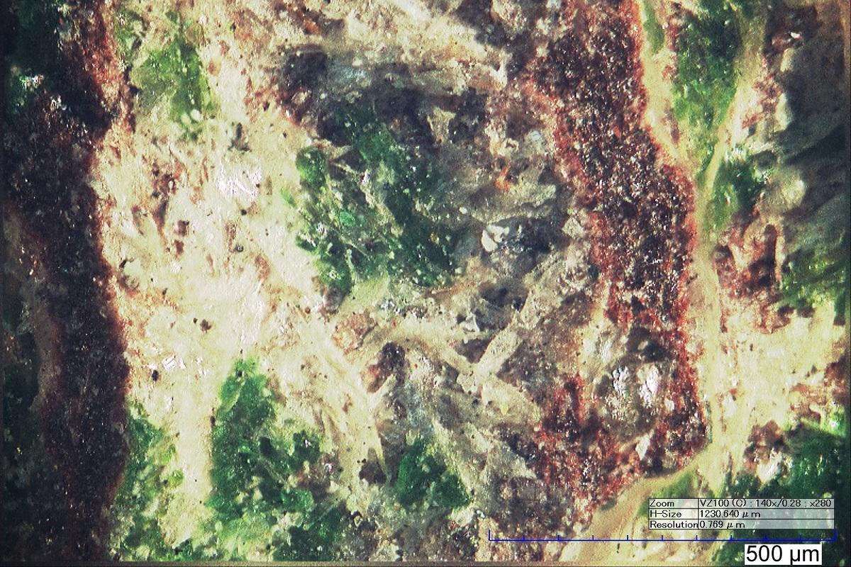 Новый минерал корякит (прозрачные белые кристаллы) в ассоциации с минералом эвхлорином (зеленый).