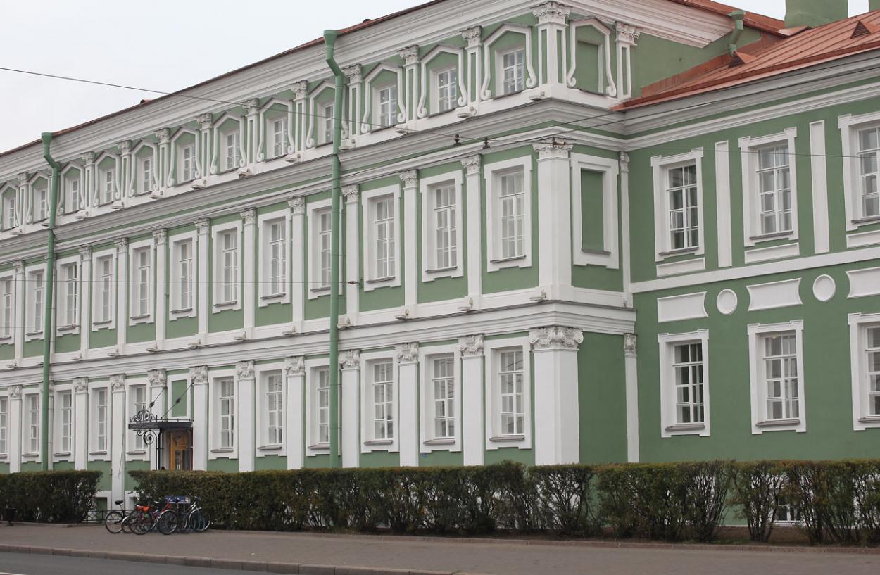 Здание СПбГУ. Университетская наб., д. 11