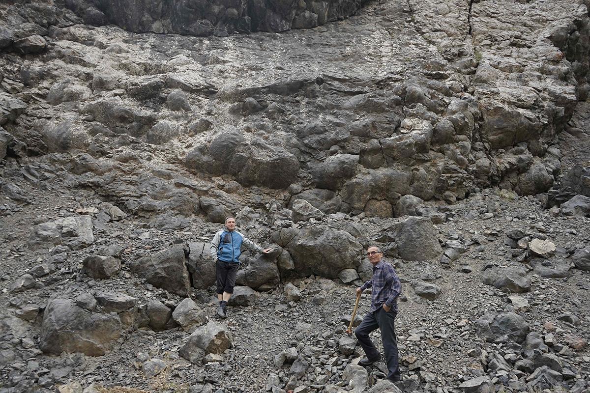 Ученые СПбГУ изучают подушечные лавы, образовавшиеся на дне древнего океана
