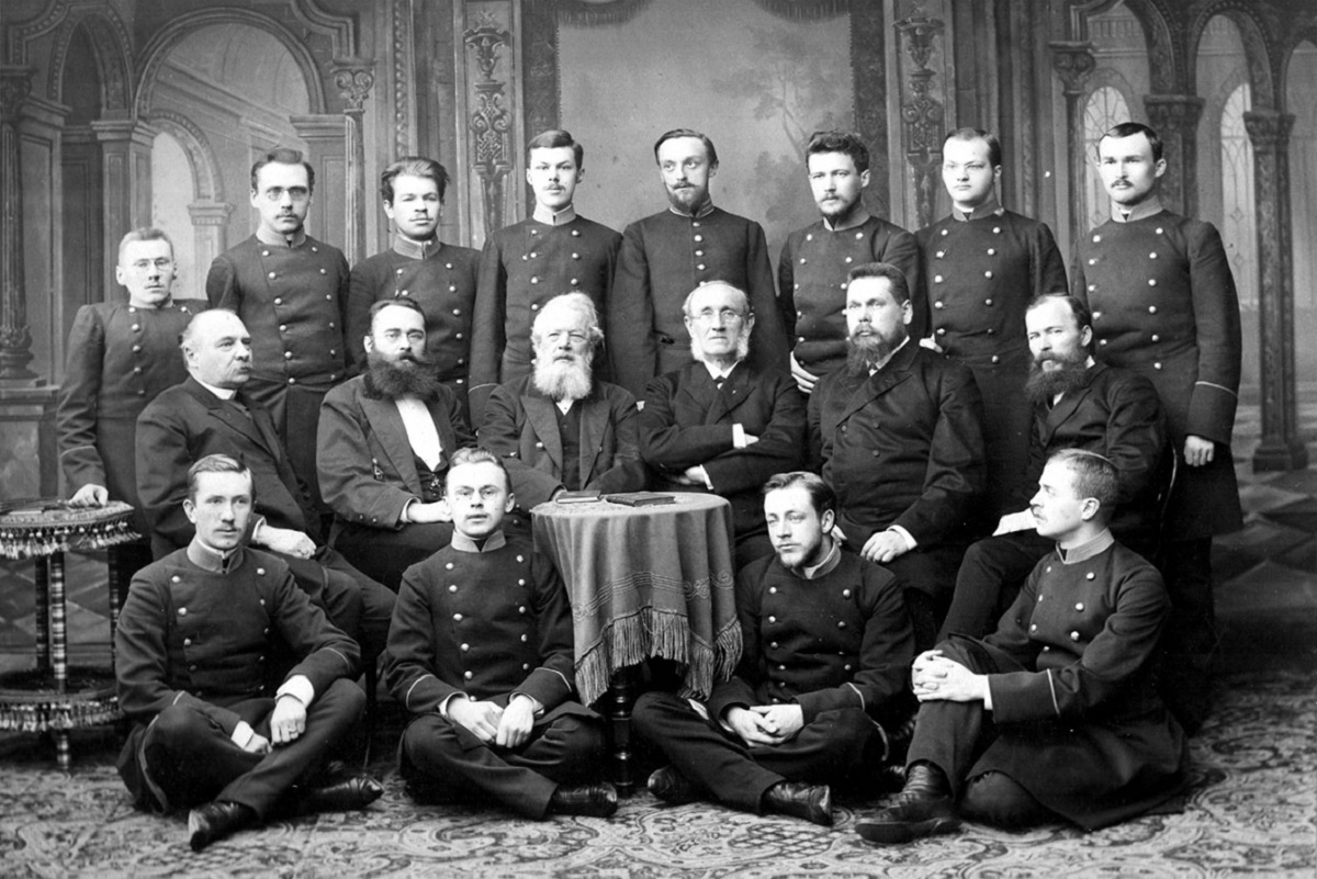 Выпускники восточного факультета Санкт-Петербургского университета 1892 года.