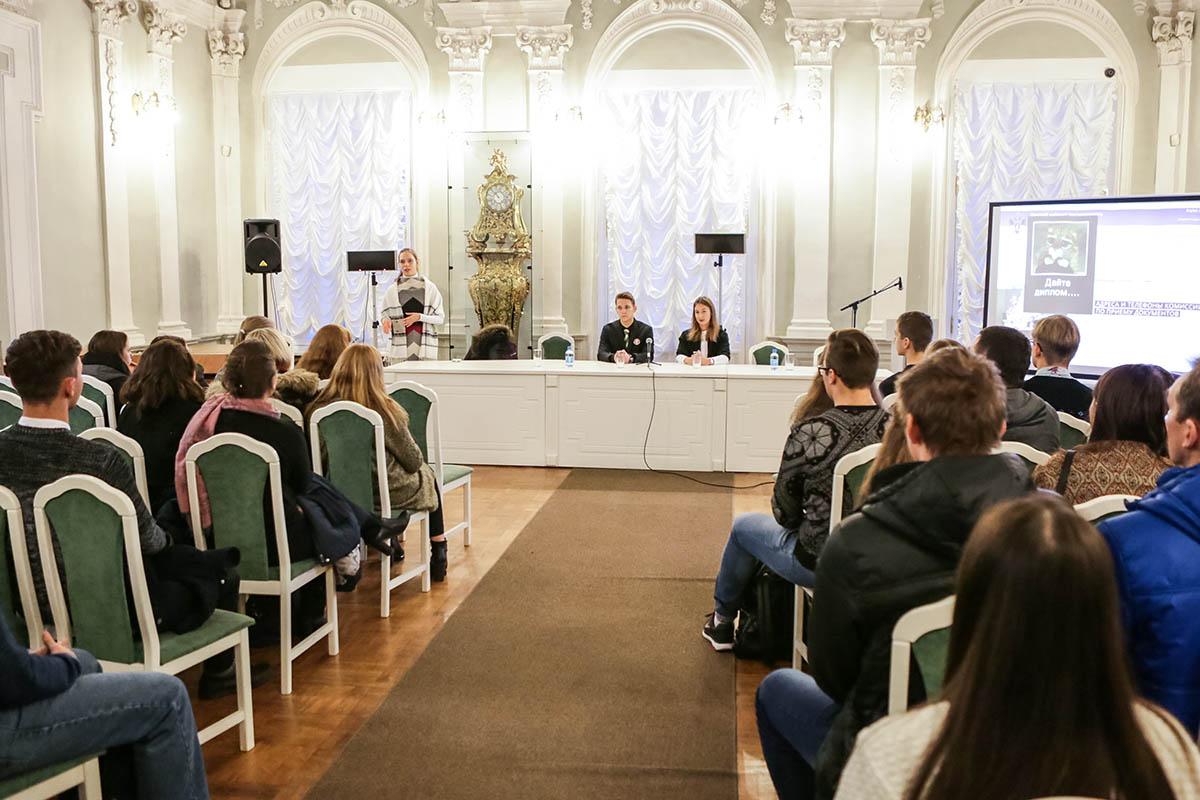 Петровский зал: встреча с первокурсниками Университета